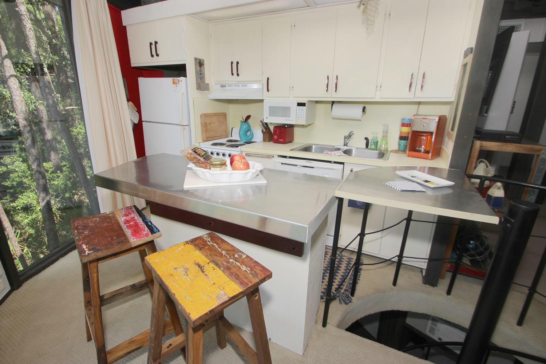 Breakfast bar and kitchen