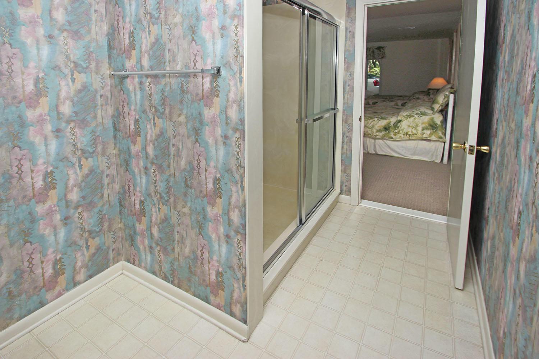 Bath for two queen bedroom