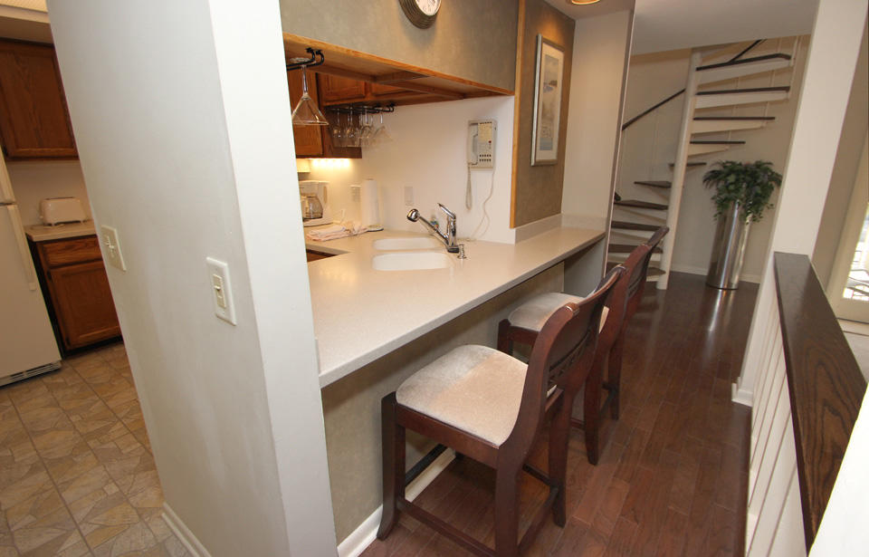 Kitchen bar top and chairs