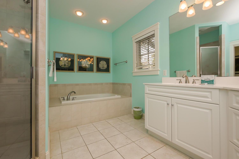King bath - 2nd floor | The Sandy Pelican