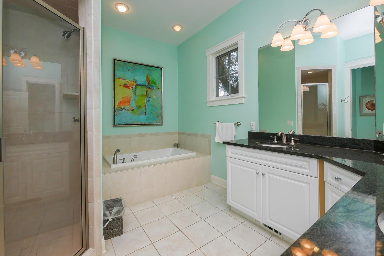 King bath - 1st floor | The Sandy Pelican