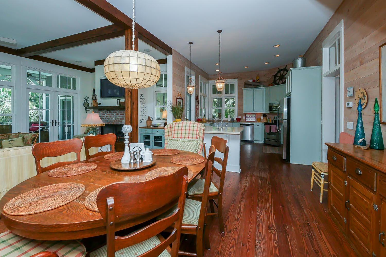 Dining area to kitchen | Vacationin