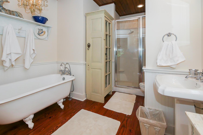 Master bath - 1st floor | Vacationin
