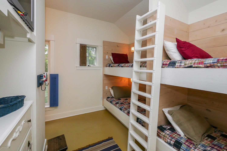 Bunk bed room - 2nd floor | Vacationin