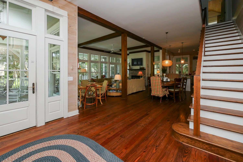 Foyer to living room | Vacationin