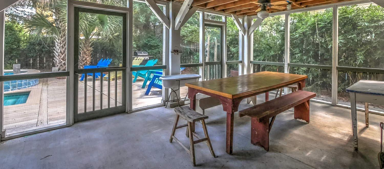 Screened picnic area - ground level | Vacationin