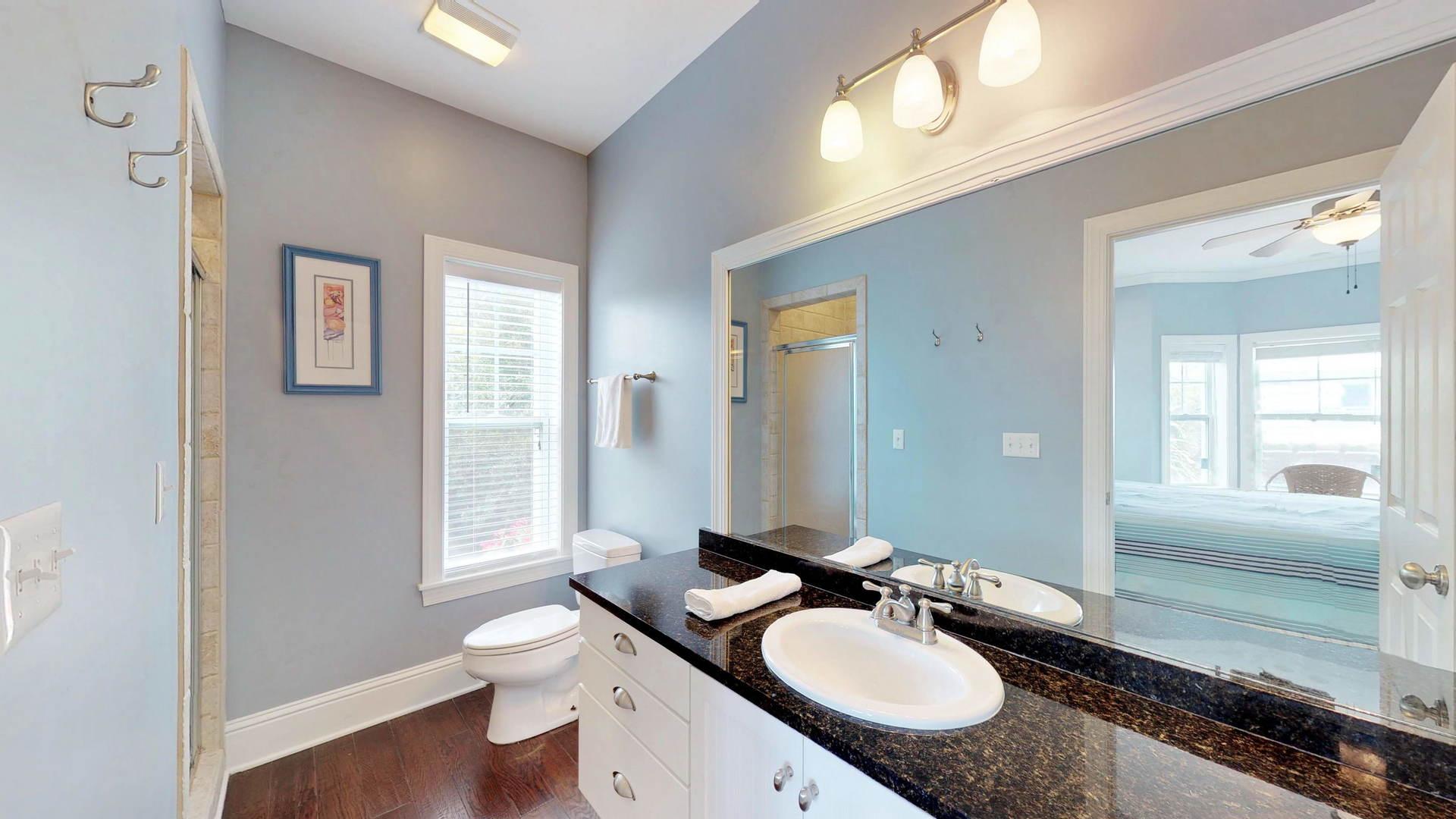 Level 1 King Suite 2 Bath