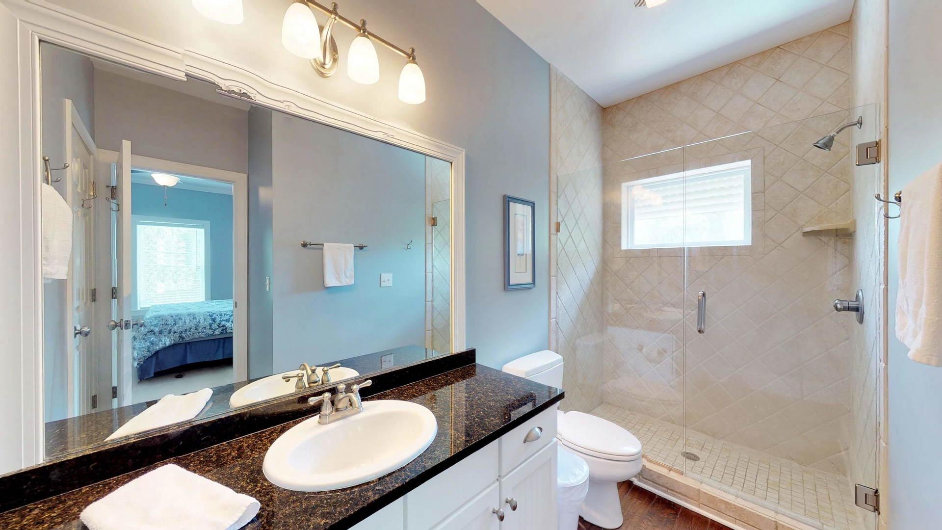 Level 1 King Suite 3 Bath