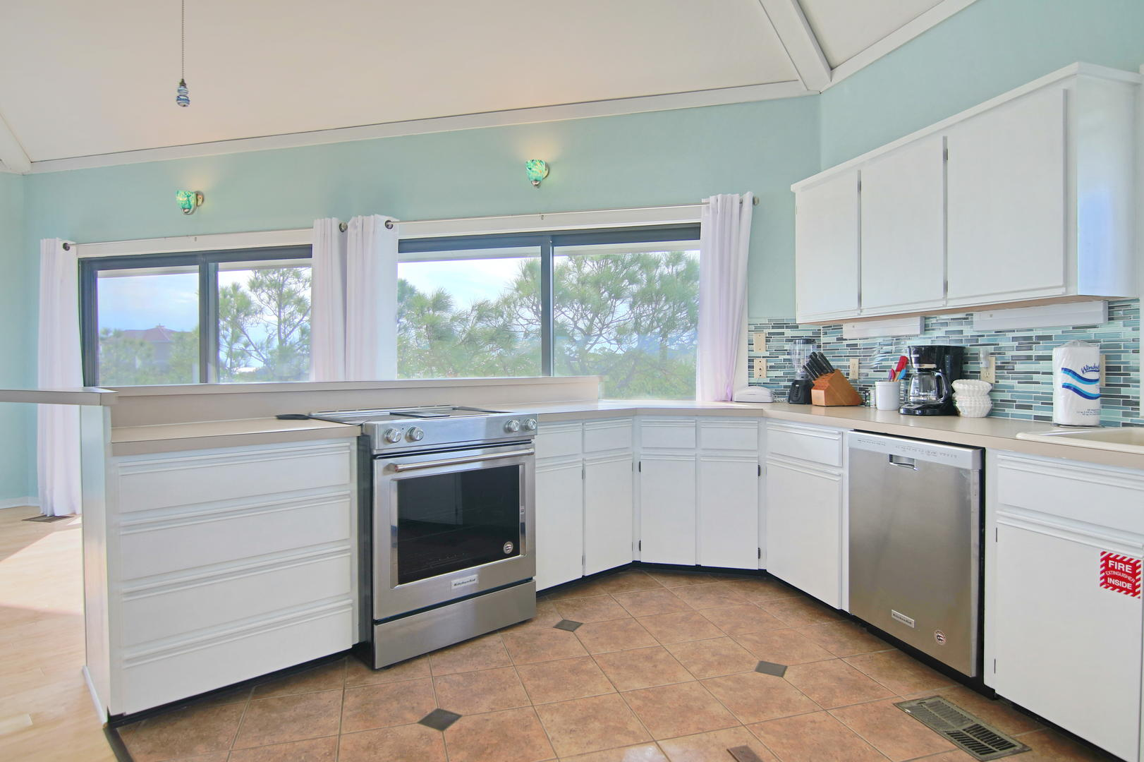 Making meals is a breeze in this fully equipped kitchen.