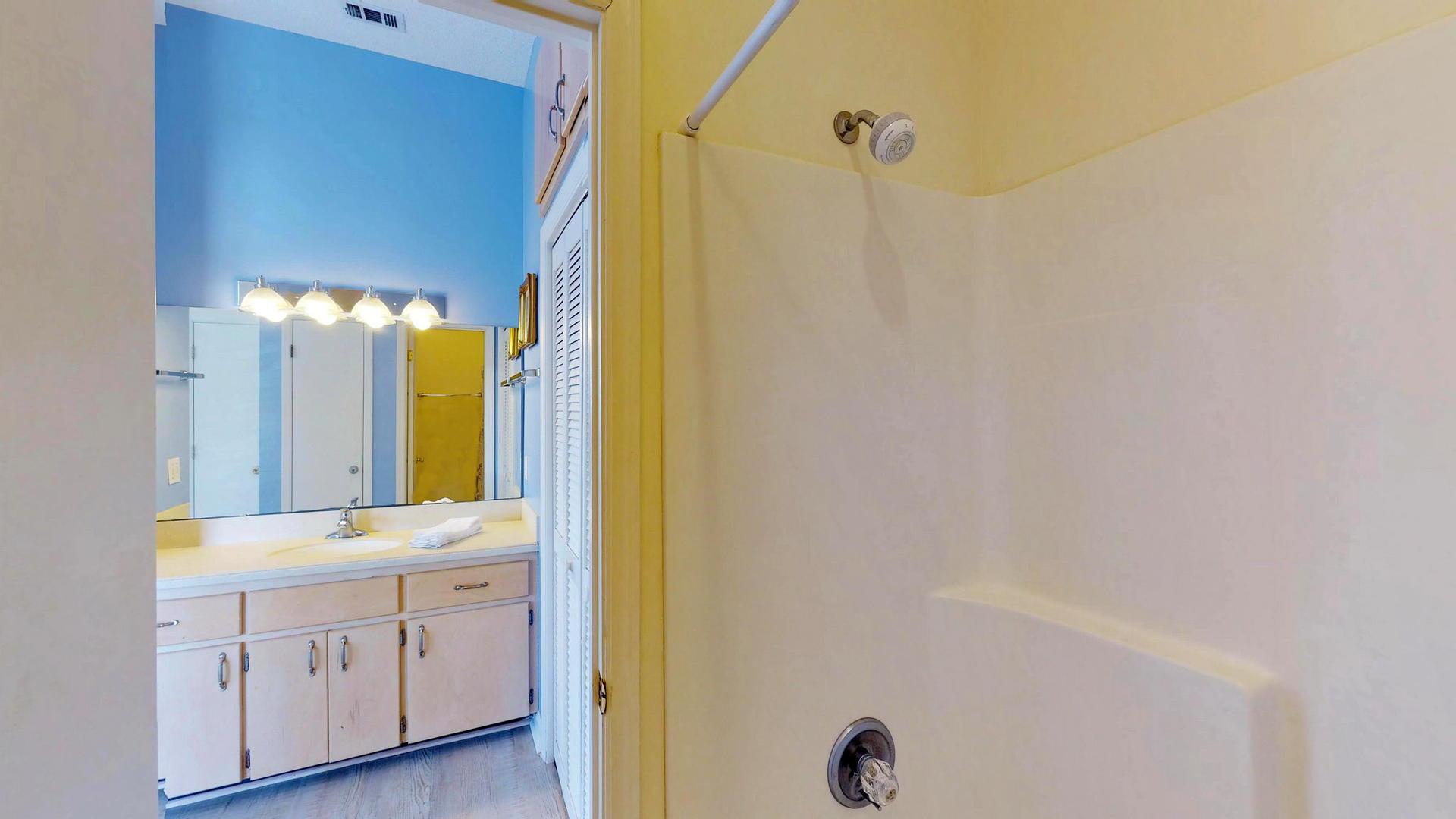 Level 1 King Suite Bath
