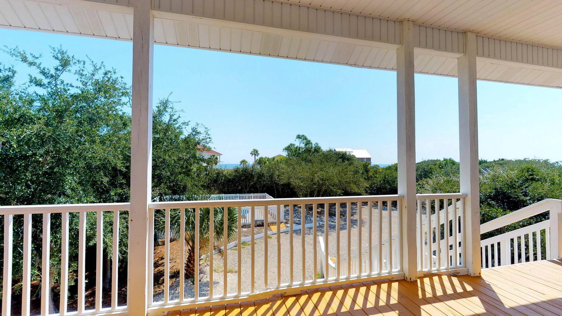 Level 1 Queen Suite Deck View 2