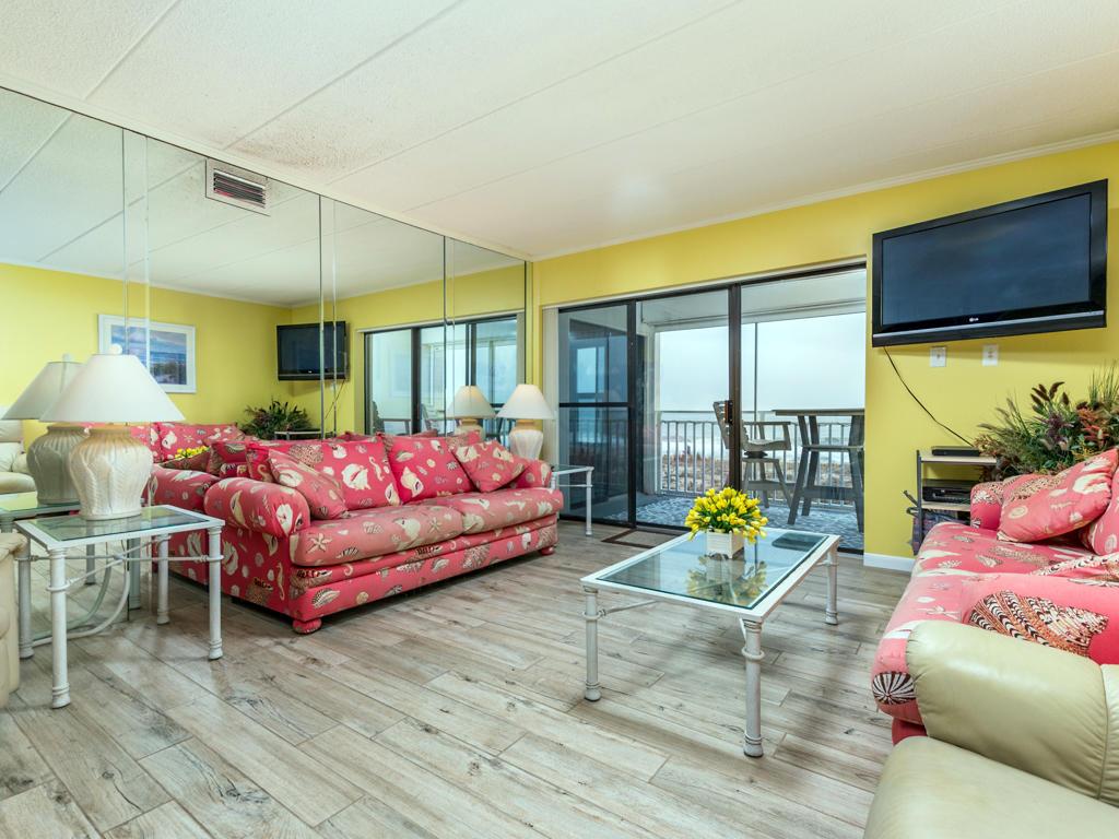Mooring, 102 - Living Room