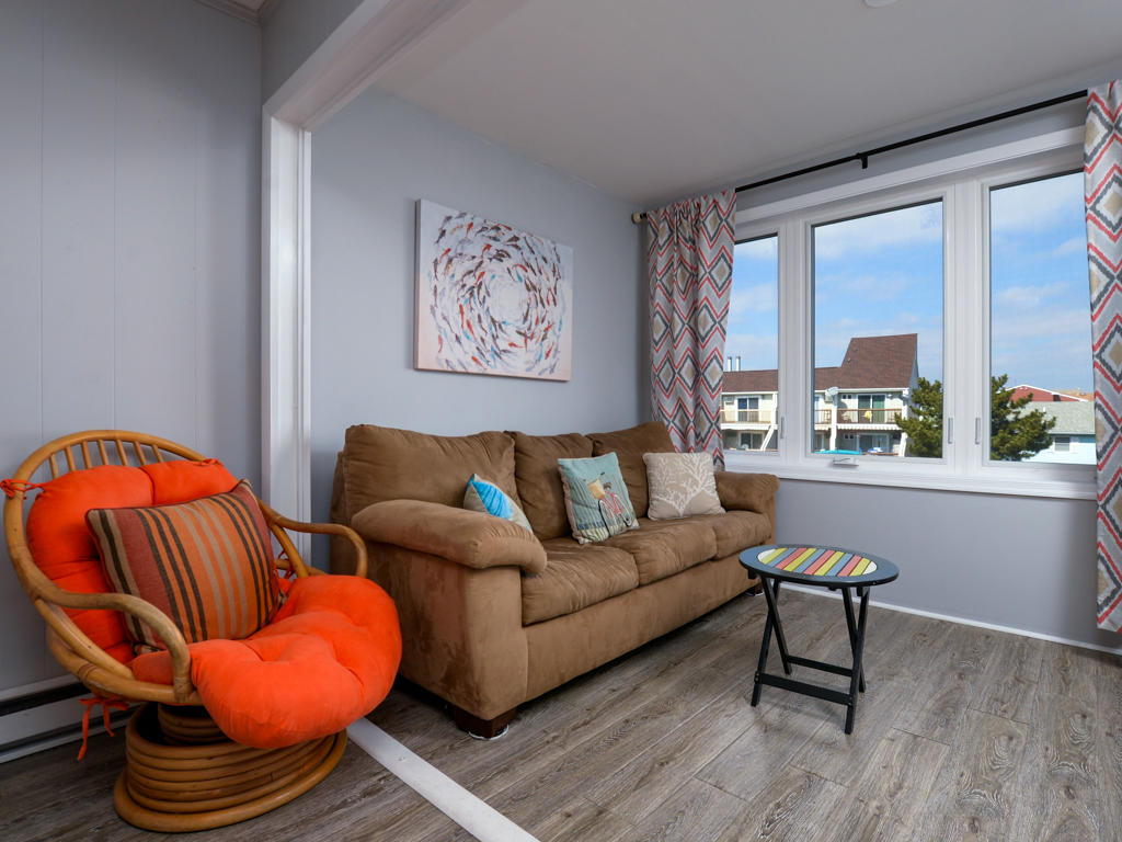 Bayshore Central 34 - Living Room