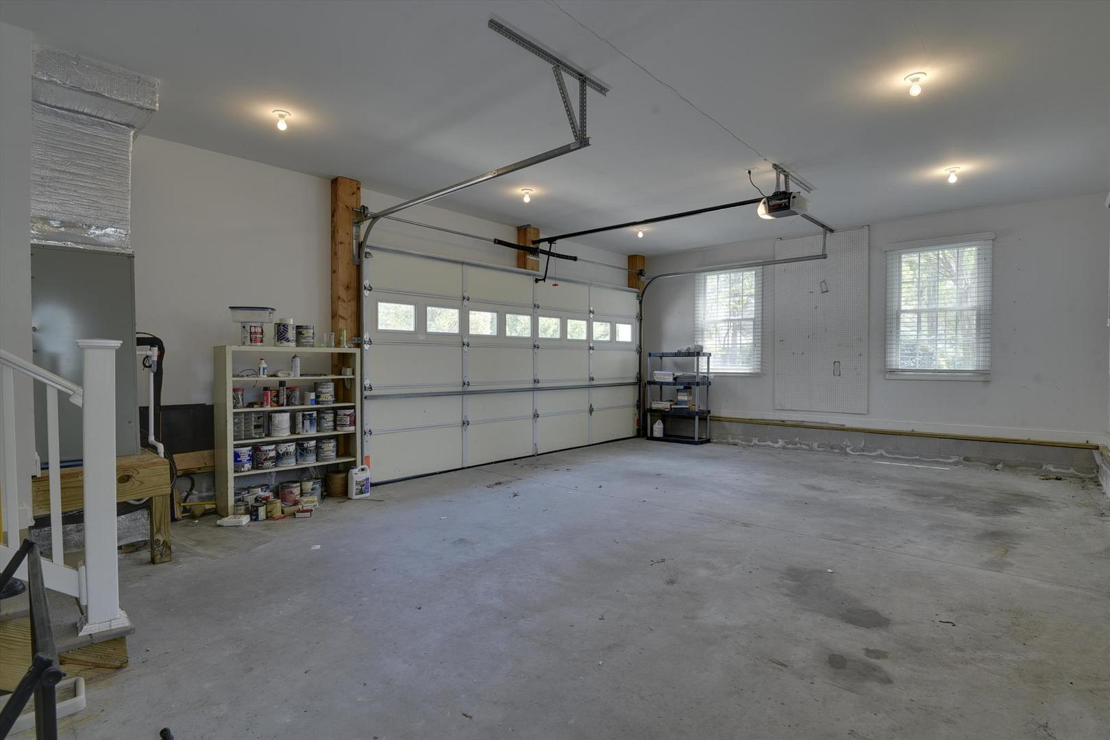Salt Pond - Private Garage