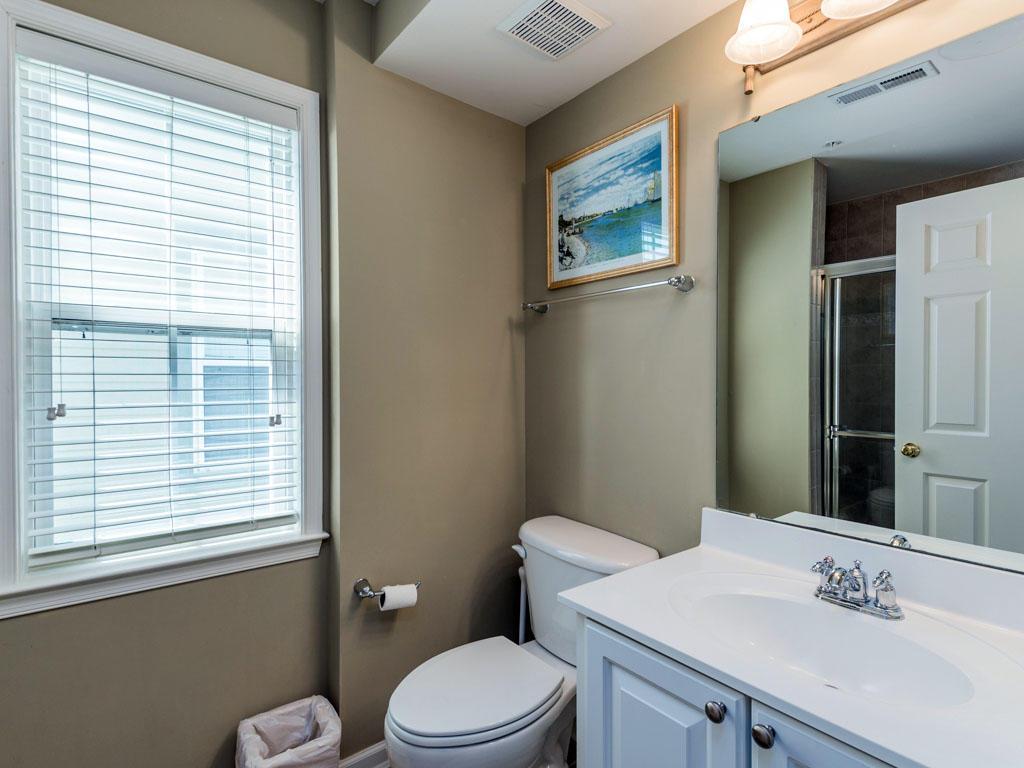 6 Corner Store Lane - Top Floor Bathroom
