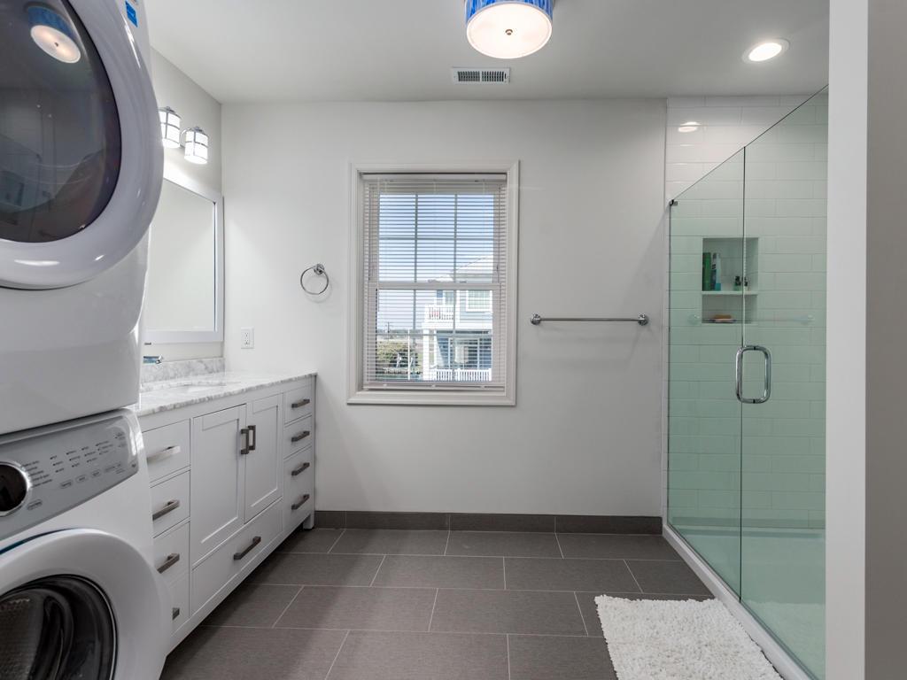 Cape Windsor - Master Bathroom
