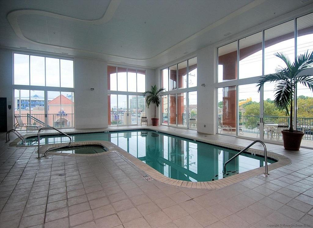Avalon - Indoor Pool