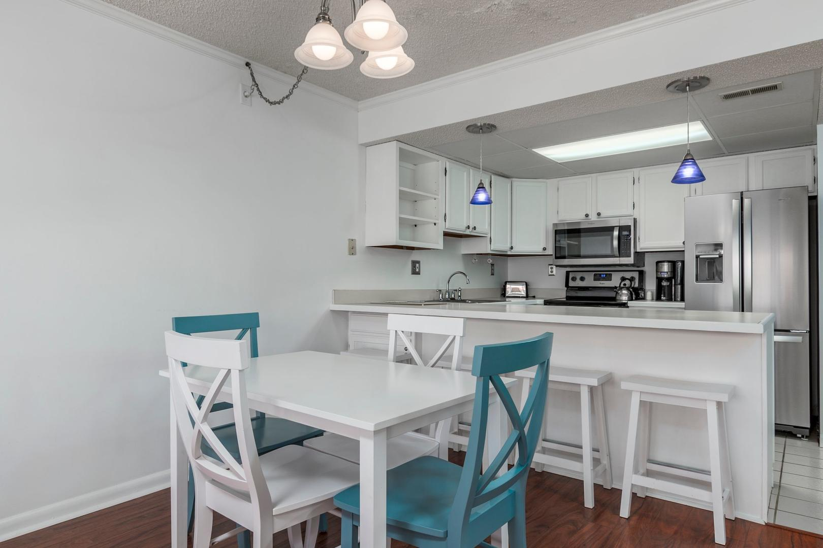 Surfcaster 401 - Kitchen and Dining Area