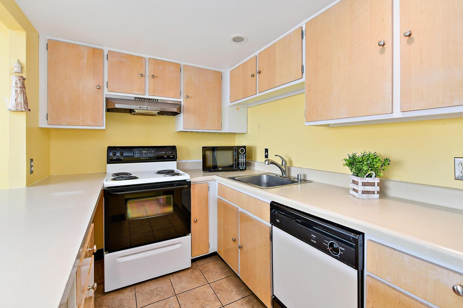 9400 Building Unit 701 - kitchen