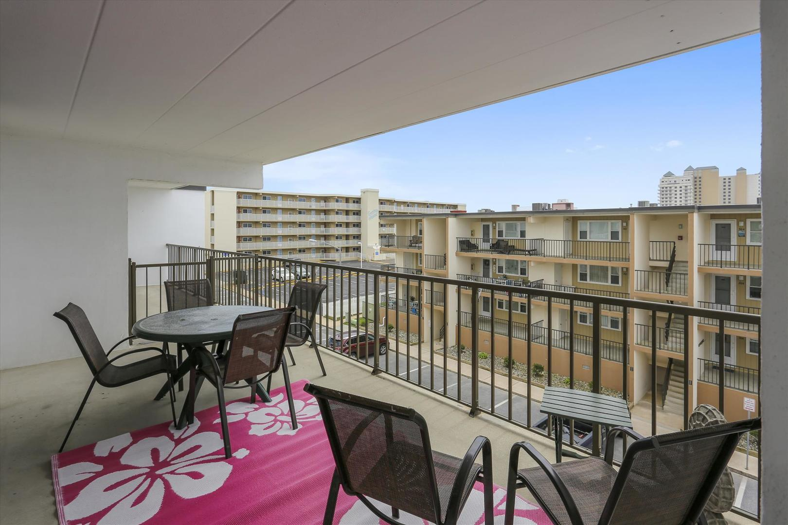 Balcony of Sea Horse 306