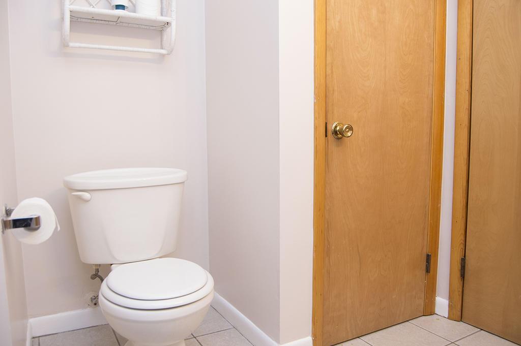 Karoline's Place - Hall Bathroom
