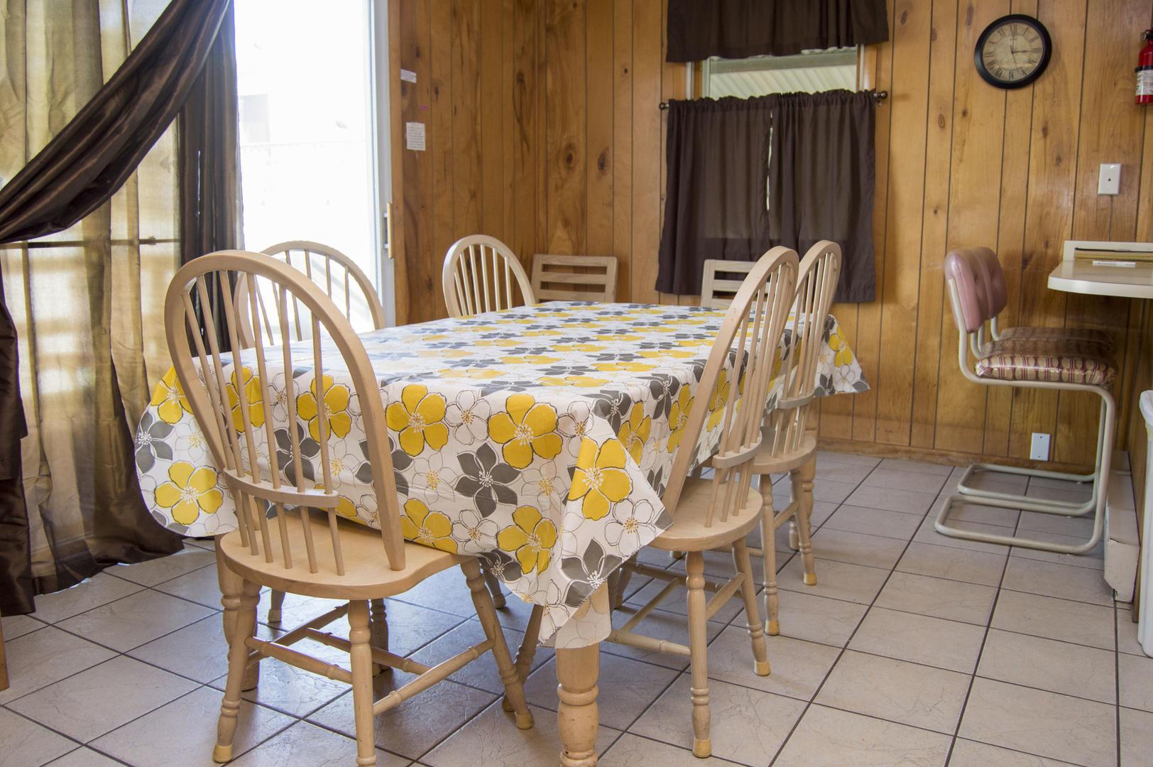 Karoline's Place - Dining Area
