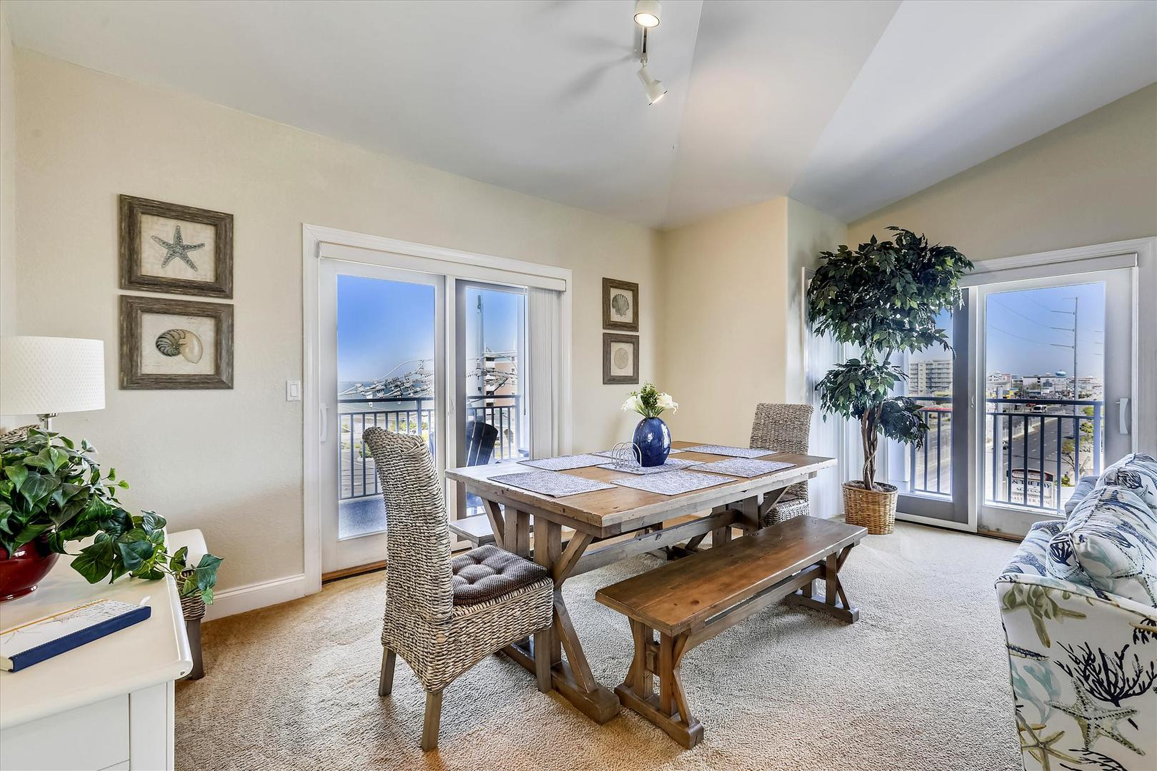 4100 Oceanside Condos 405 - Dining Area
