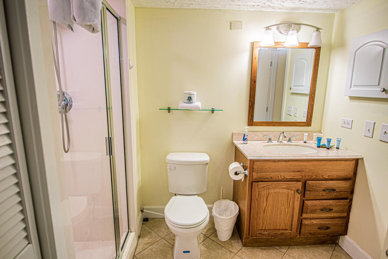 Ocean Creek JJ1 - Hall Bath