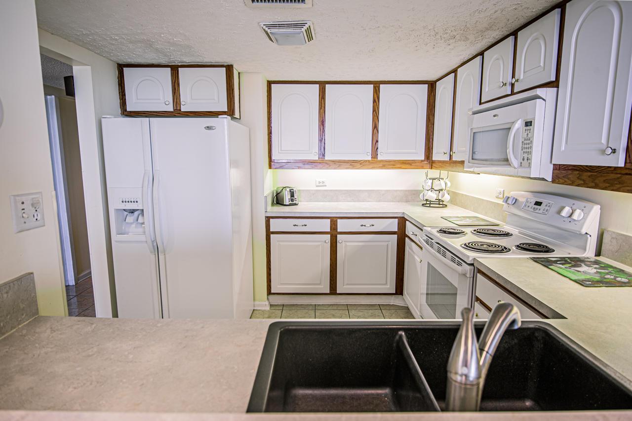 Ocean Creek JJ1 - Kitchen