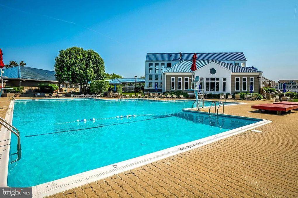 Harbour Club - Outdoor Pool (open seasonally)