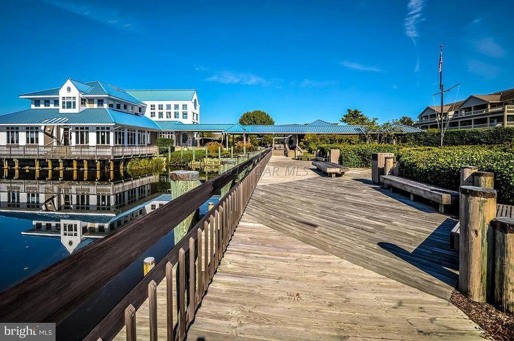Harbour Club - Waterfront Area