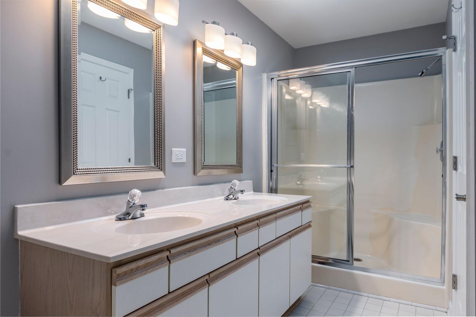 Harbour Club 8E - Bathroom 2