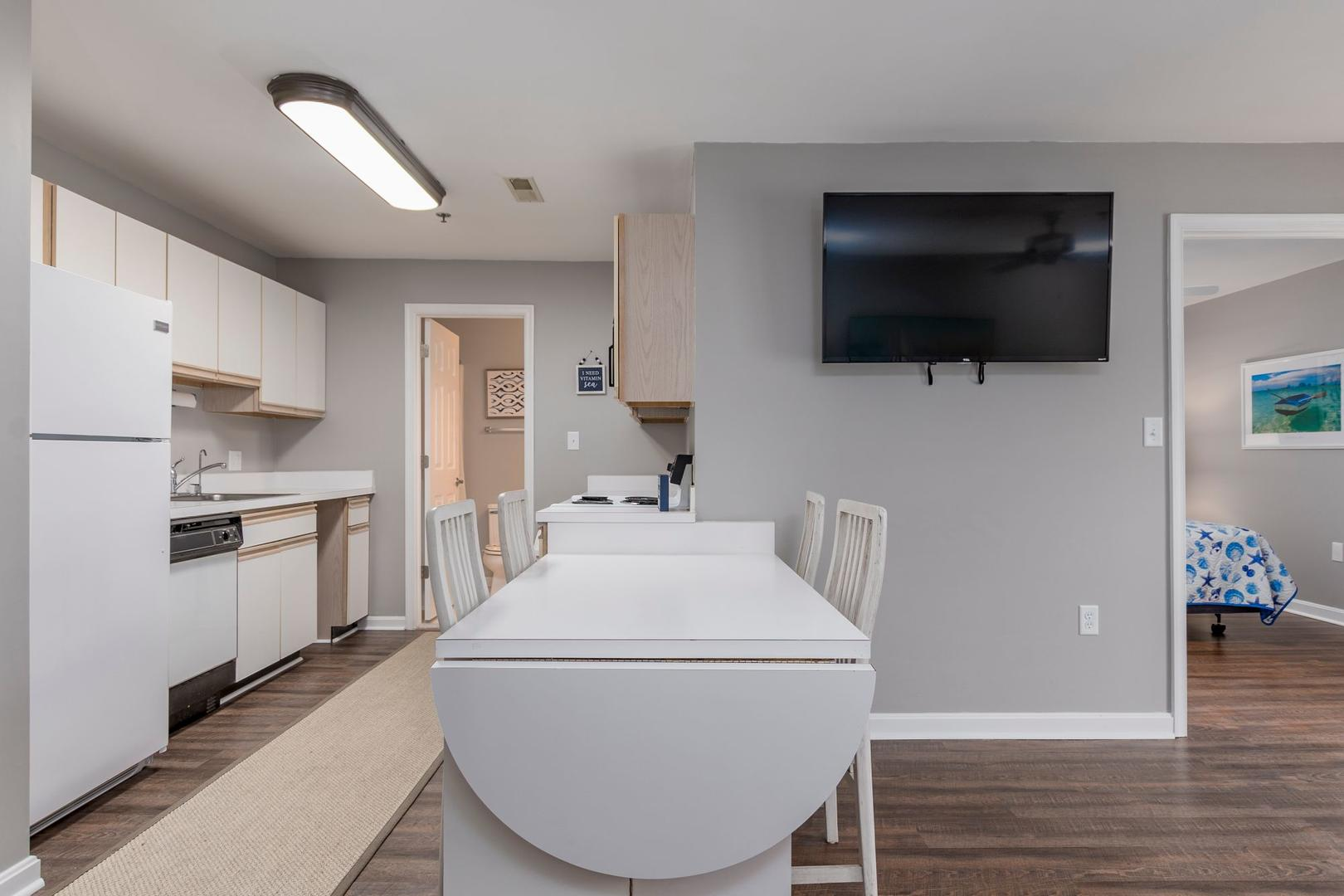 Harbour Club 8E - Kitchen and Dining Area