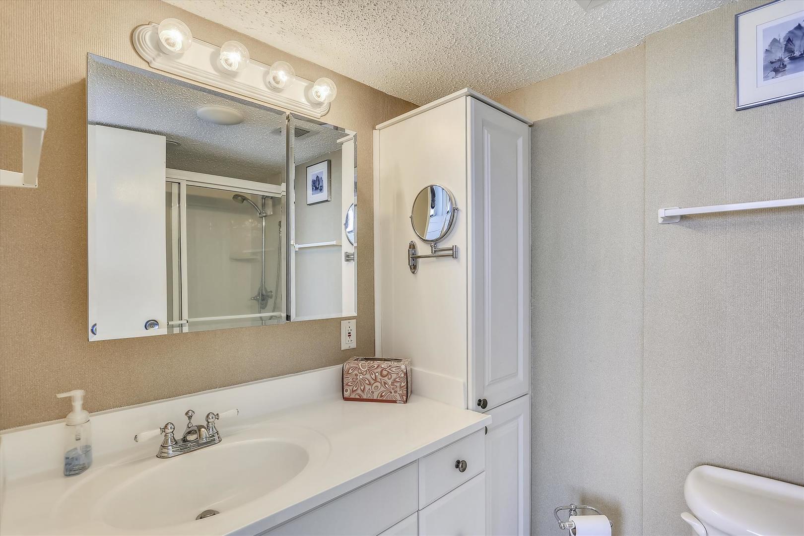 Century I 2221 - Lower Level Bathroom