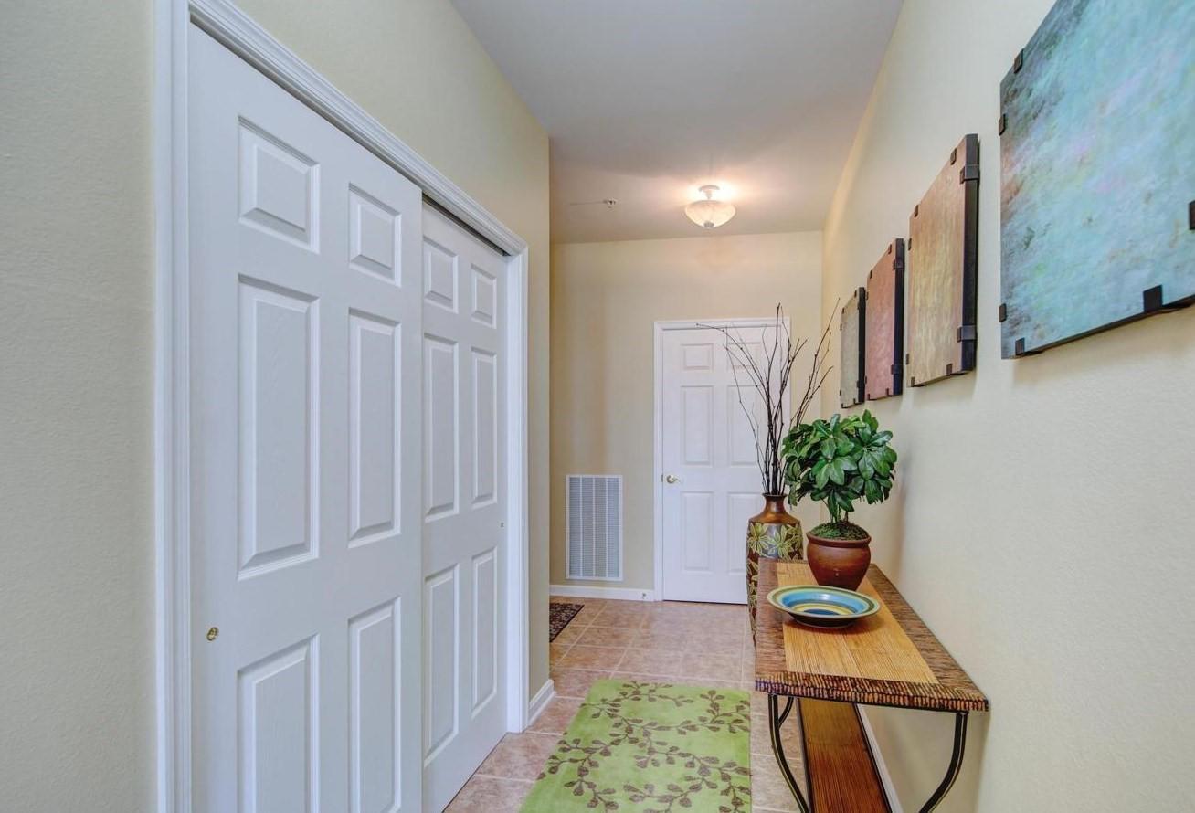 Bayside 204B - Foyer