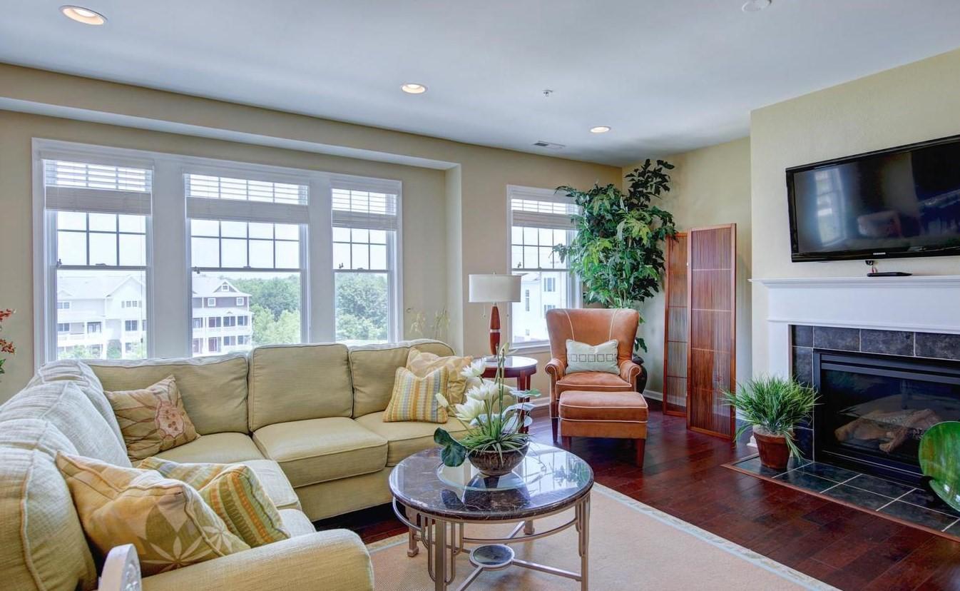 Bayside 204B - Living Room