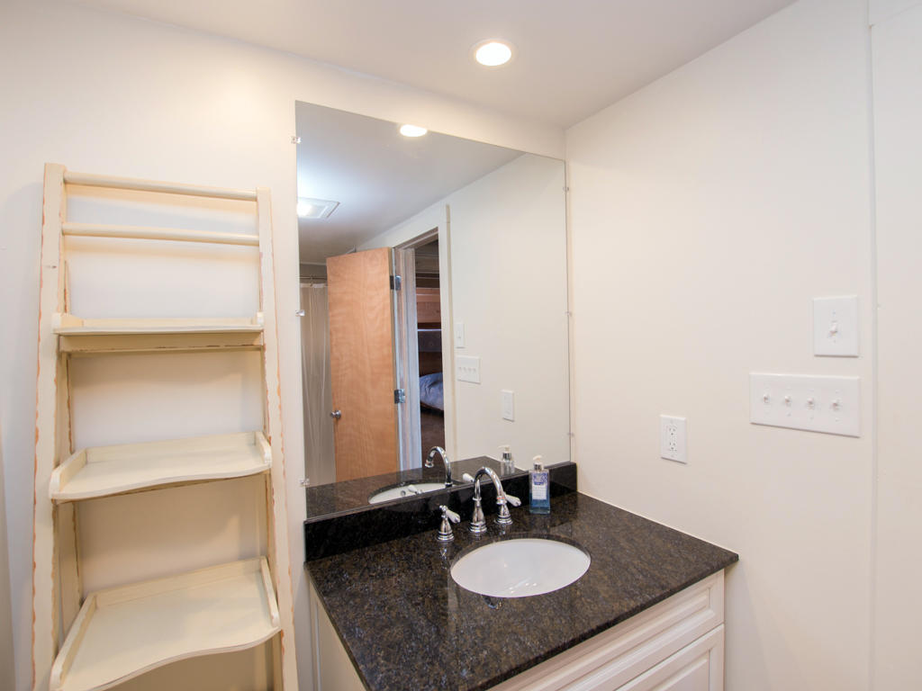 Osprey, 2 - Second Bathroom