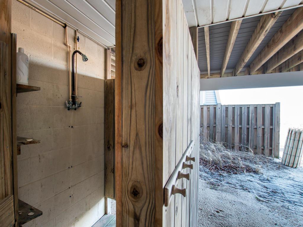 Osprey, 2 - Outdoor Shower