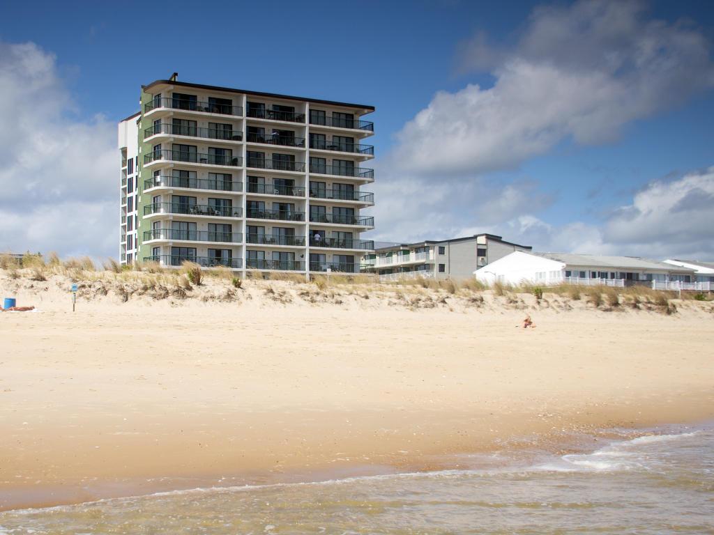 Summer Beach - Exterior