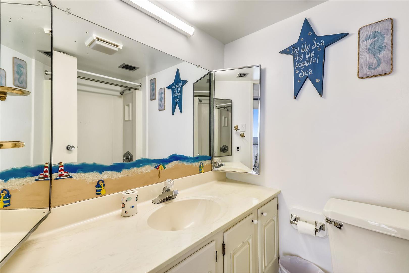Century I 2502 - Bathroom 2