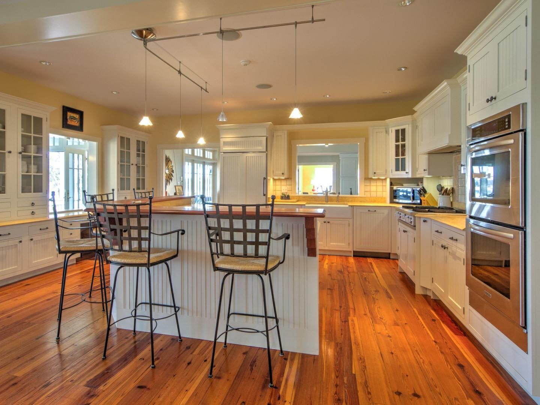 Main Level Kitchen/Breakfast Bar