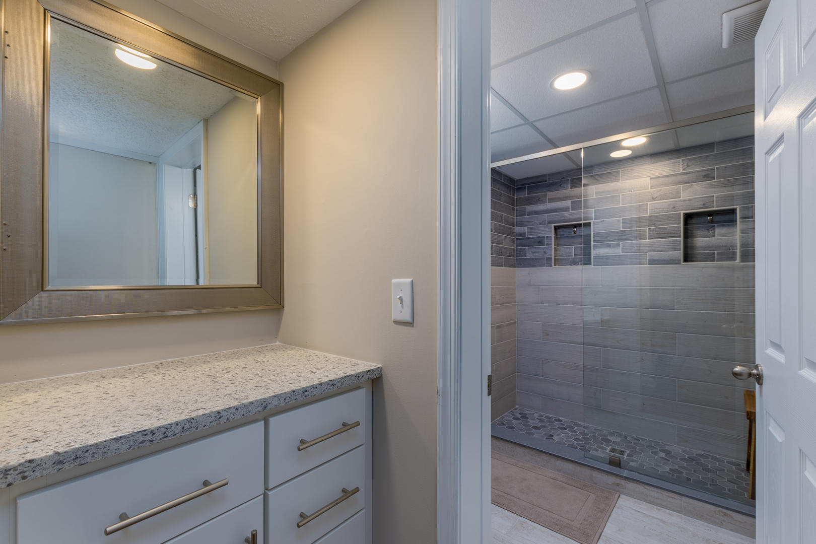 Crab Cove on the Bay 404 - First Floor Bathroom