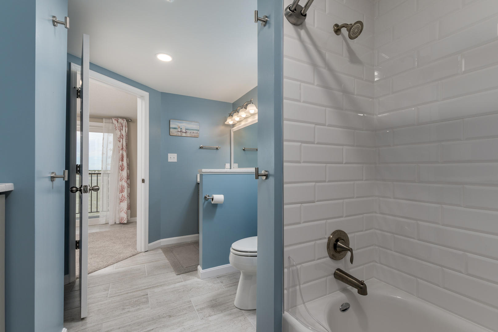 Crab Cove on the Bay 404 - Second Floor Bathroom