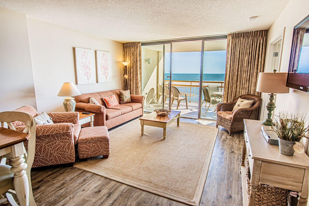 Ocean Creek LL3 - Living Room
