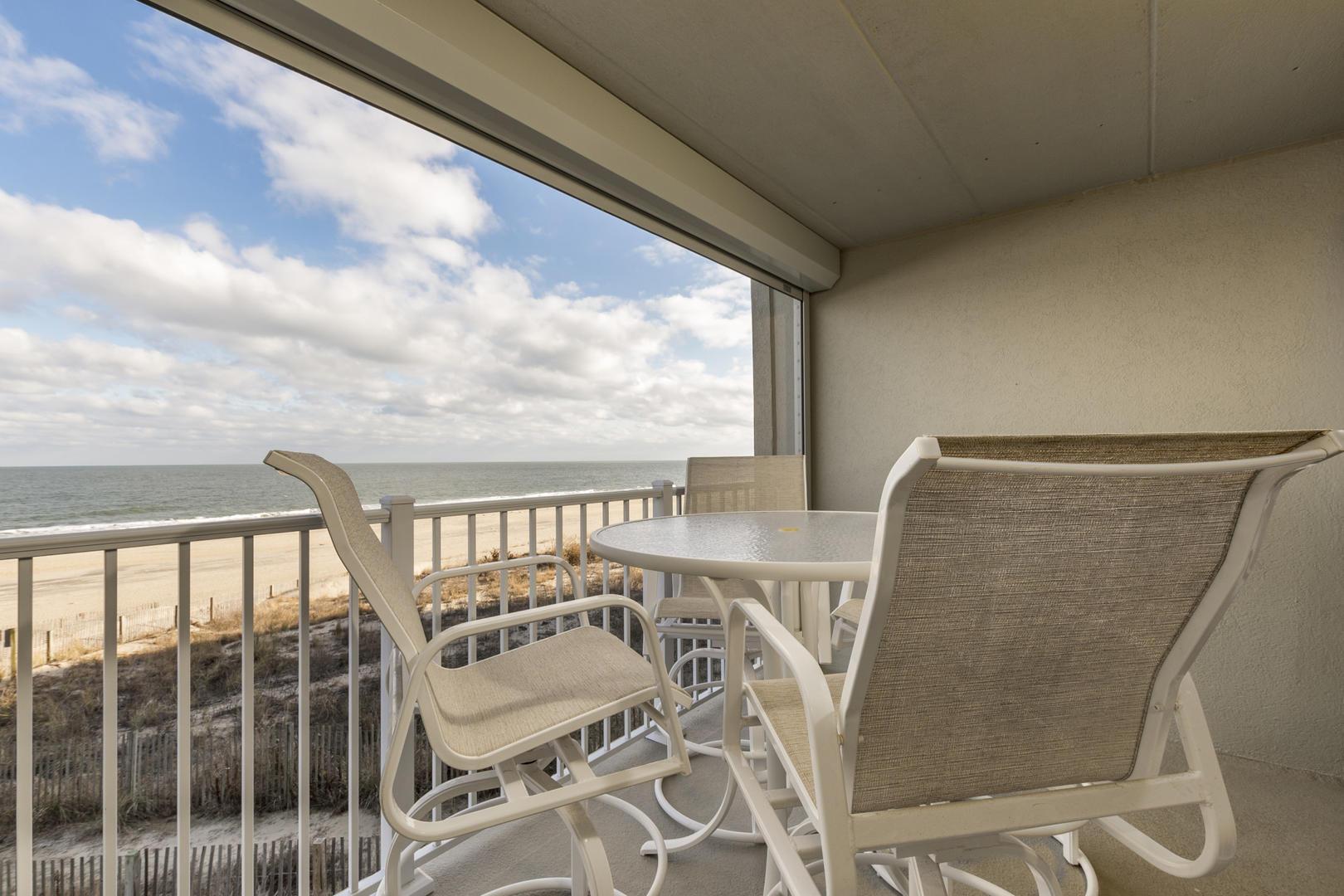 Pelican Beach 102 - Oceanfront Balcony