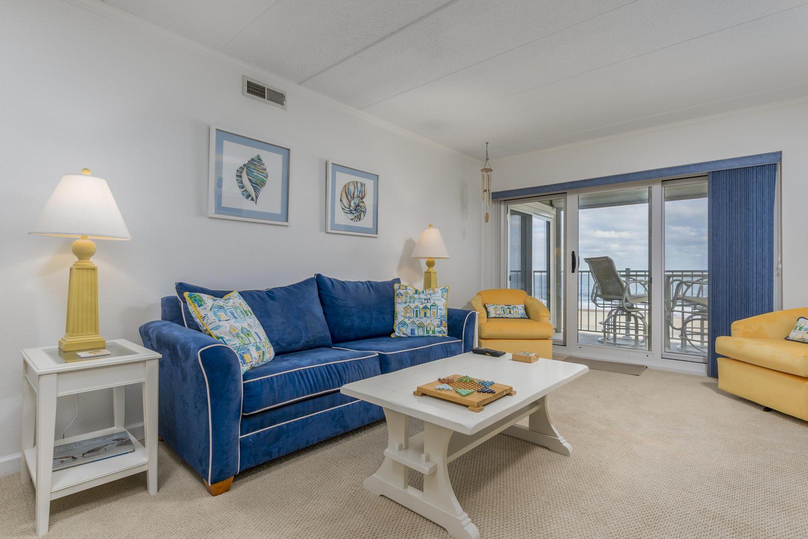 Pelican Beach 102 - Living Room
