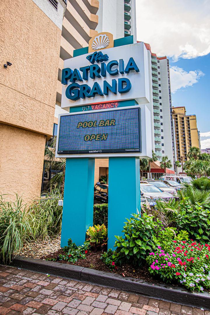 Patricia Grand - sign
