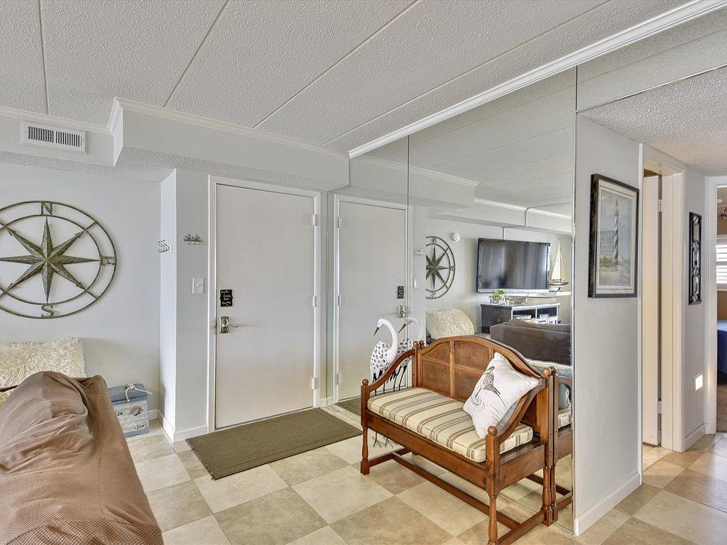 Harbour Island 102M - Foyer