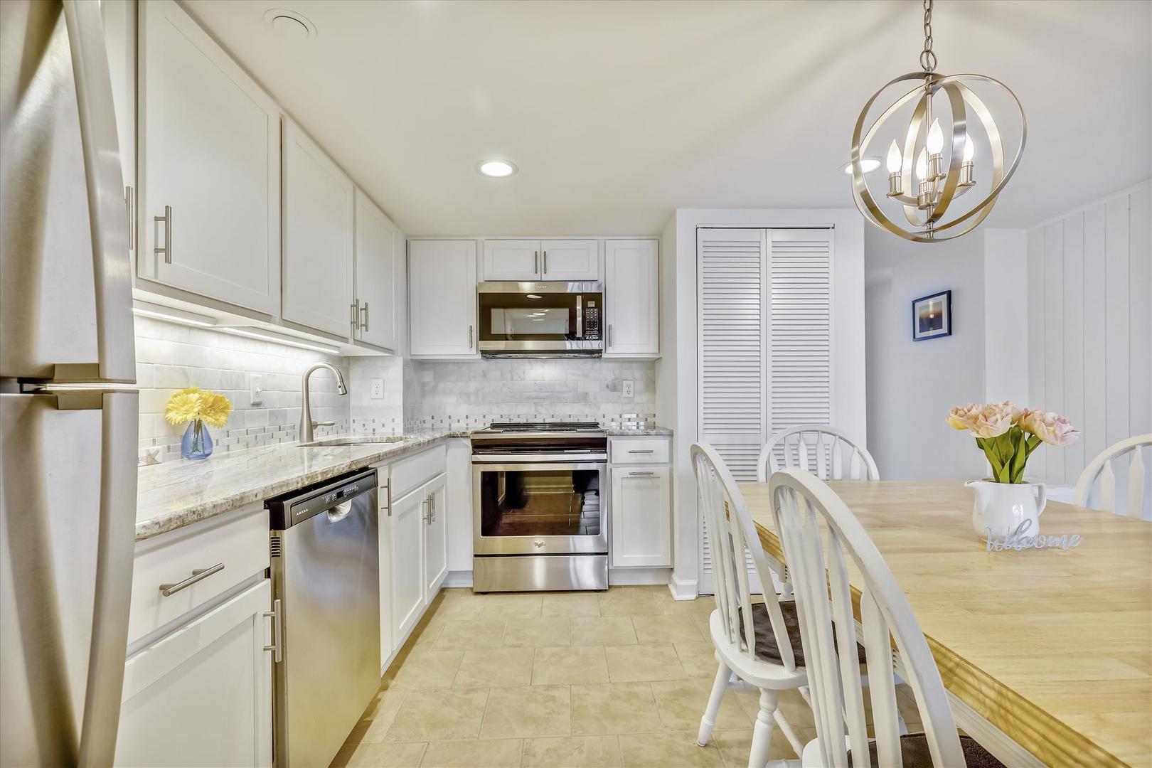 Century I 2210 - Full Kitchen