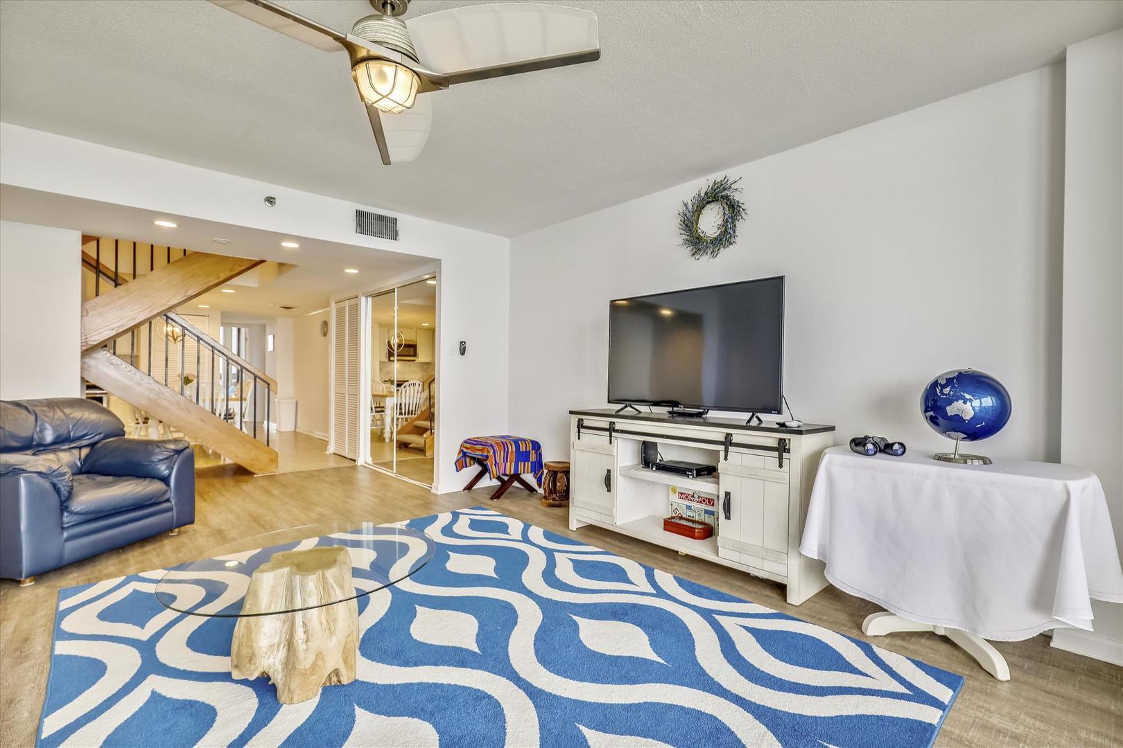 Century I 2210 - Oceanfront Living Room